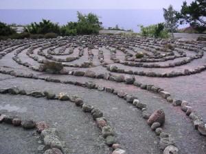 Labyrinth auf der Blauen Jungfrau, Schweden, Mitte direkt auf einer geomantischen Kreuzung