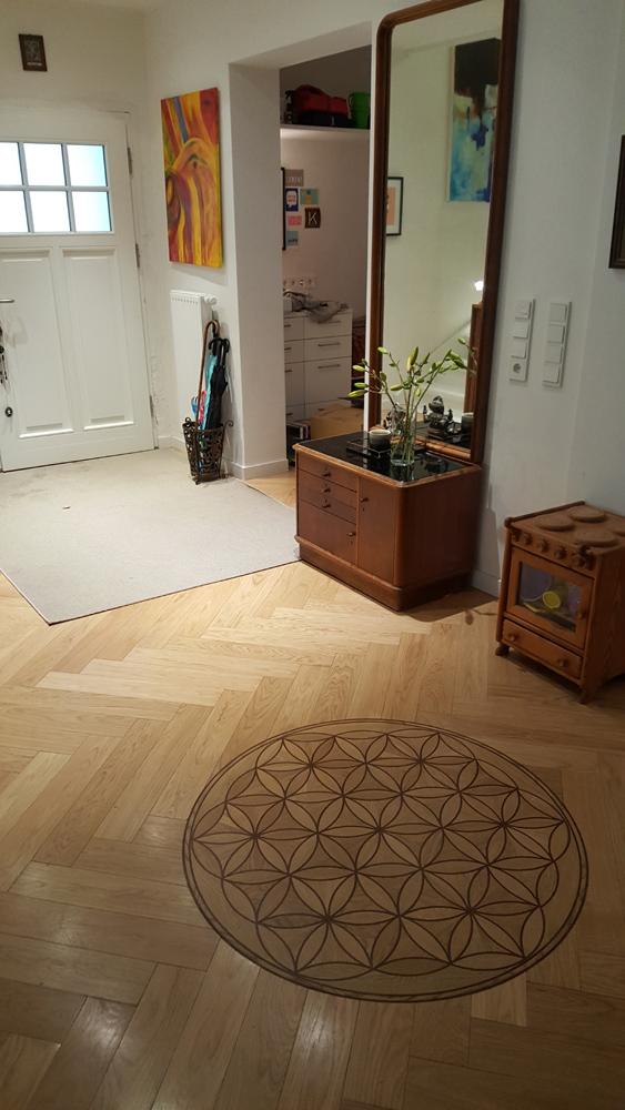 Eine Kraftortgestaltung mit der Blume des Lebens in einer Wohnung